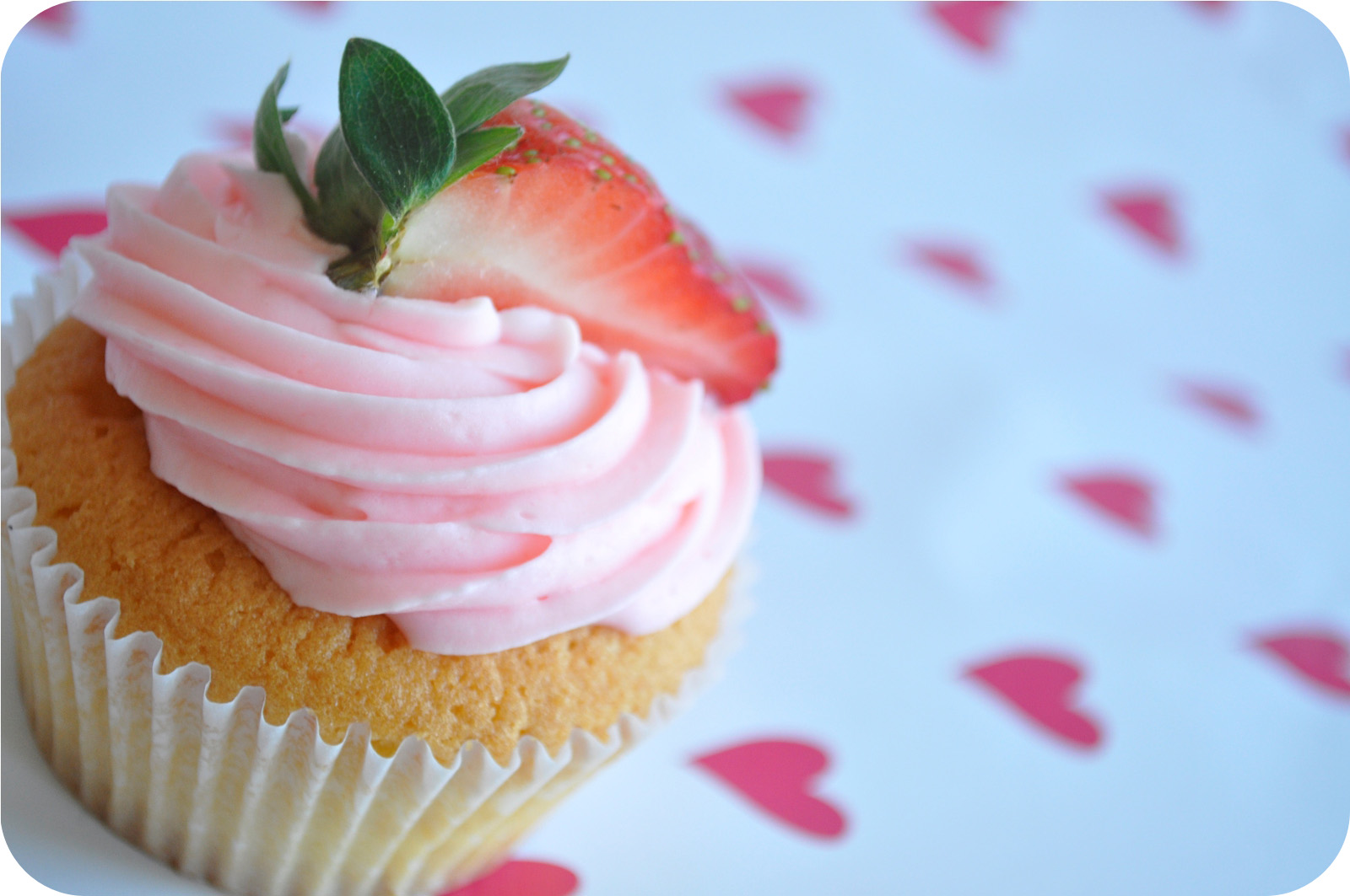 Easy Strawberry Cupcakes With Strawberry Buttercream ...